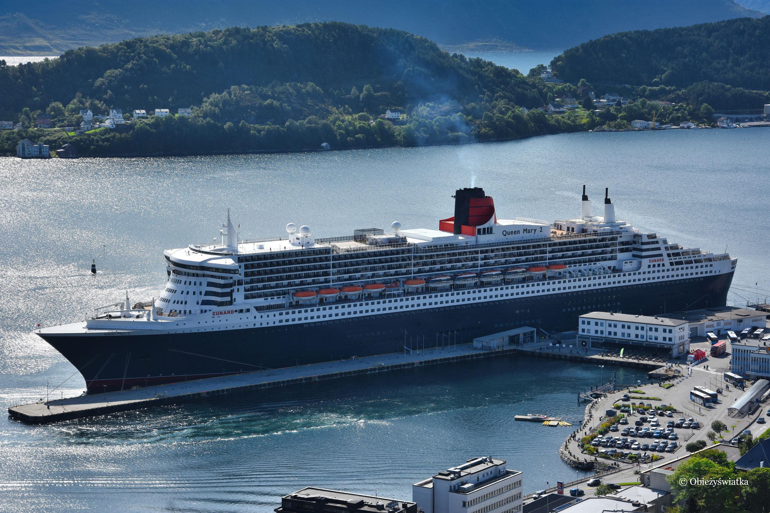 Queen Mary 2 w porcie Alesund, Norwegia 2017