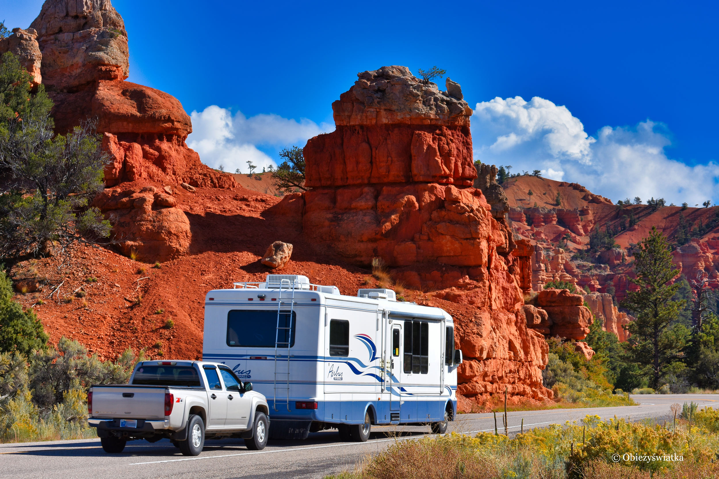 W USA wielkie kampery ciągną za sobą wielkie pickupy ;)