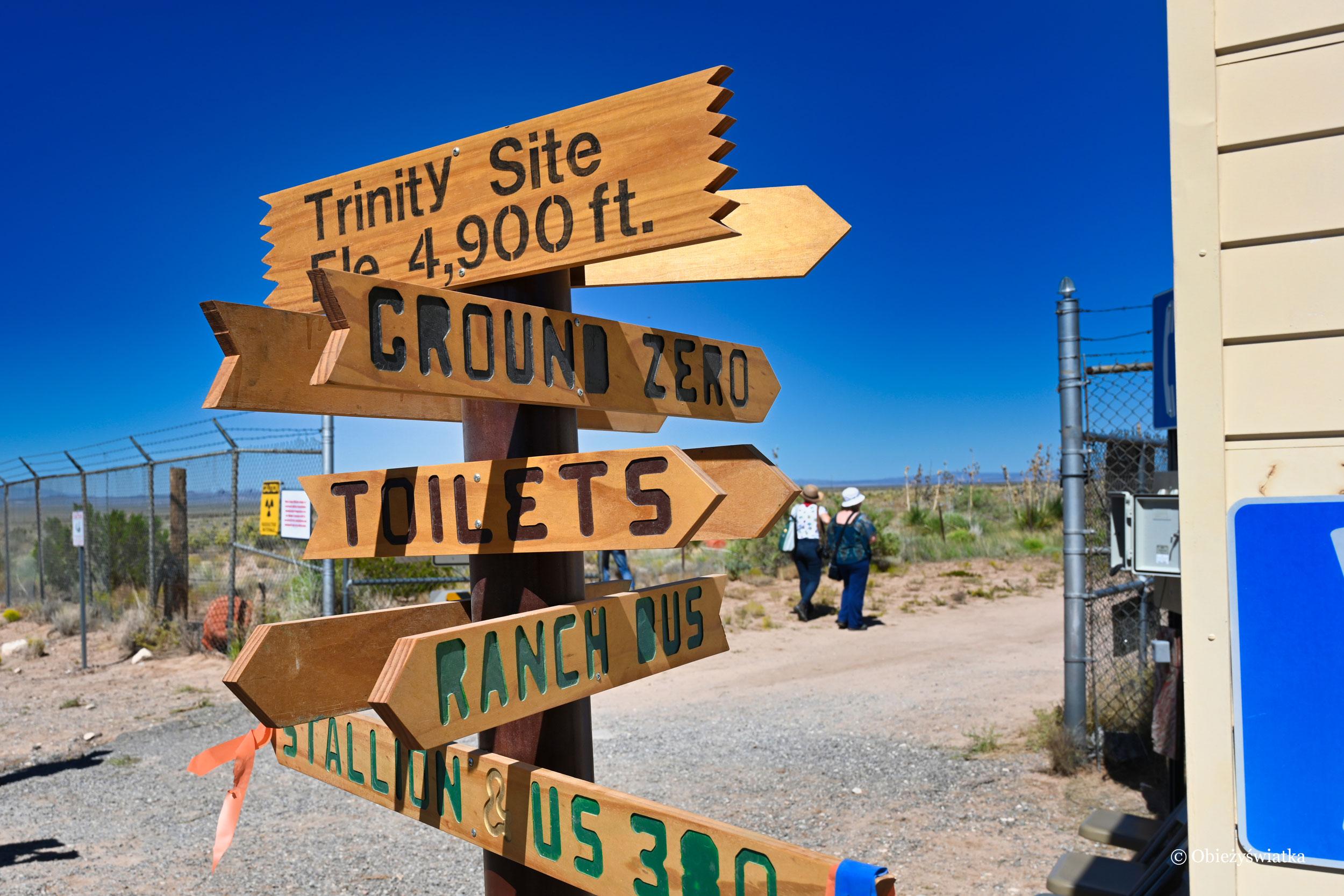 Drogowskaz na terenie Trinity Test Site, Nowy Meksyk