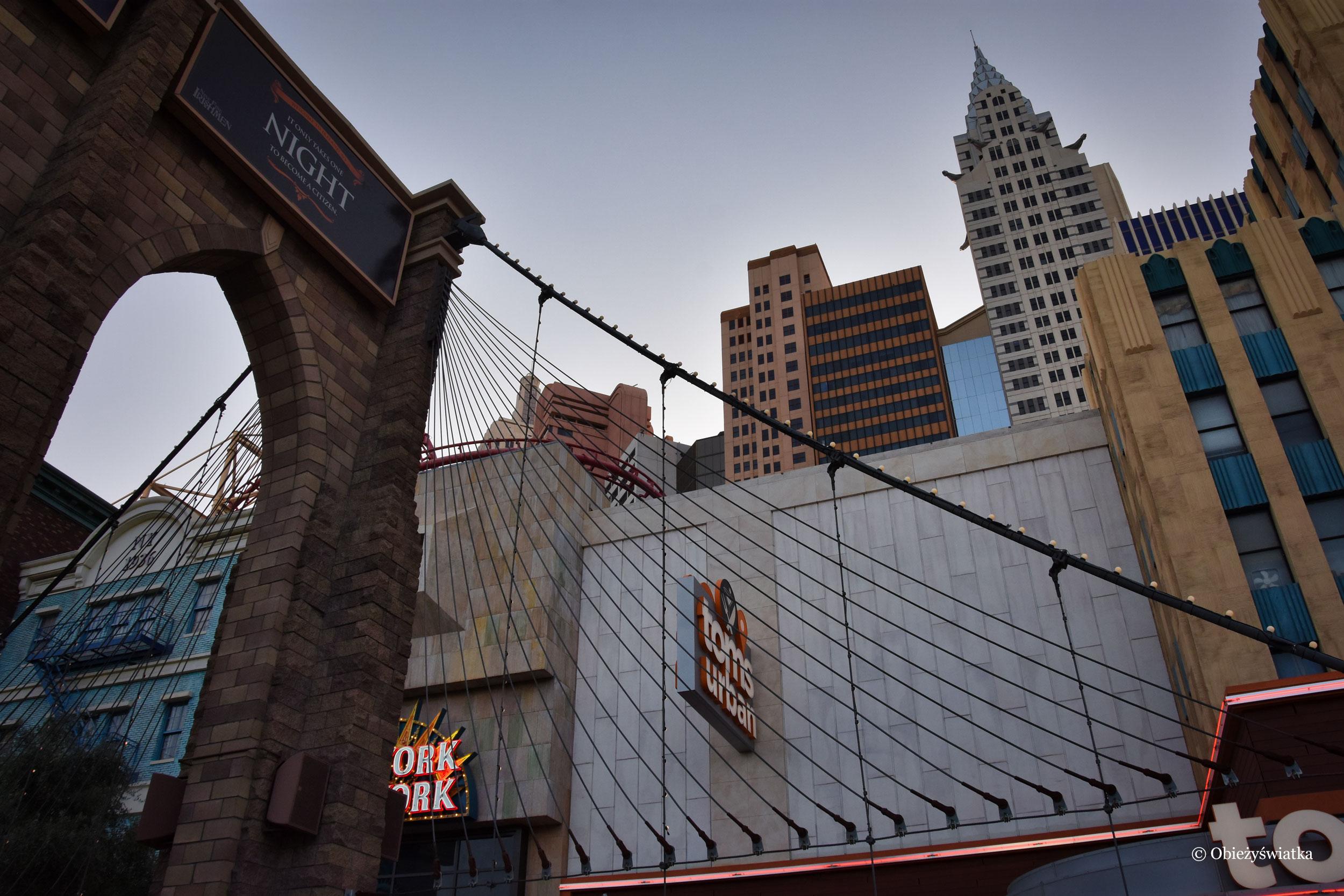 W Hotelu New York, New York można znaleźć wiele replik nowojorskich budynków, np. Most Brookliński i Chrysler Building, Las Vegas, Nevada