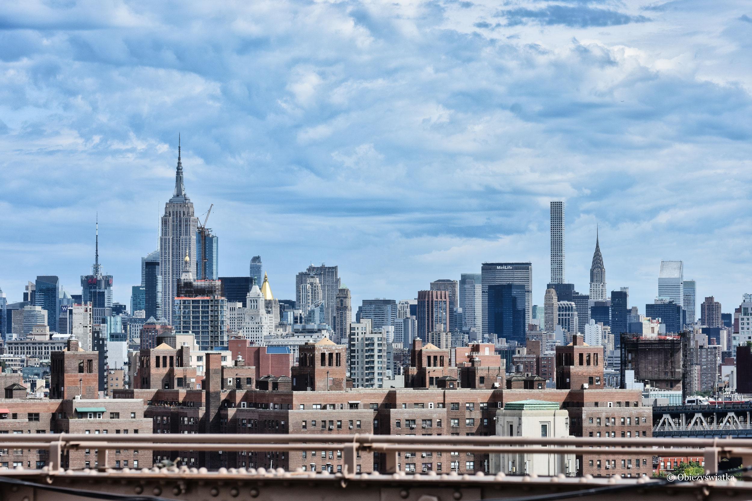 Manhattan widziany z Mostu Brooklińskiego, Chrysler Building po prawej stronie, NYC