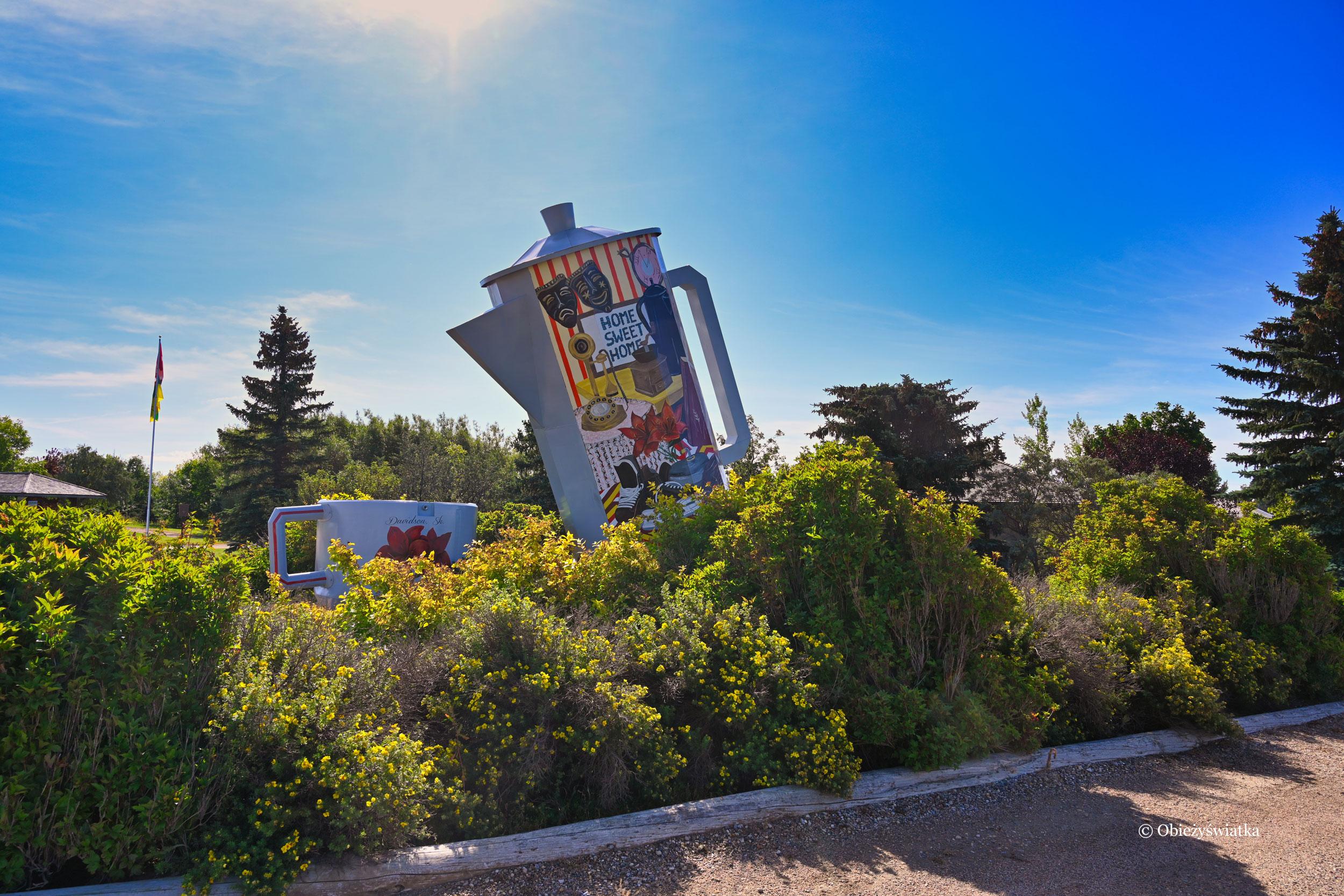 Coffee pot monument, Davidson, Canada