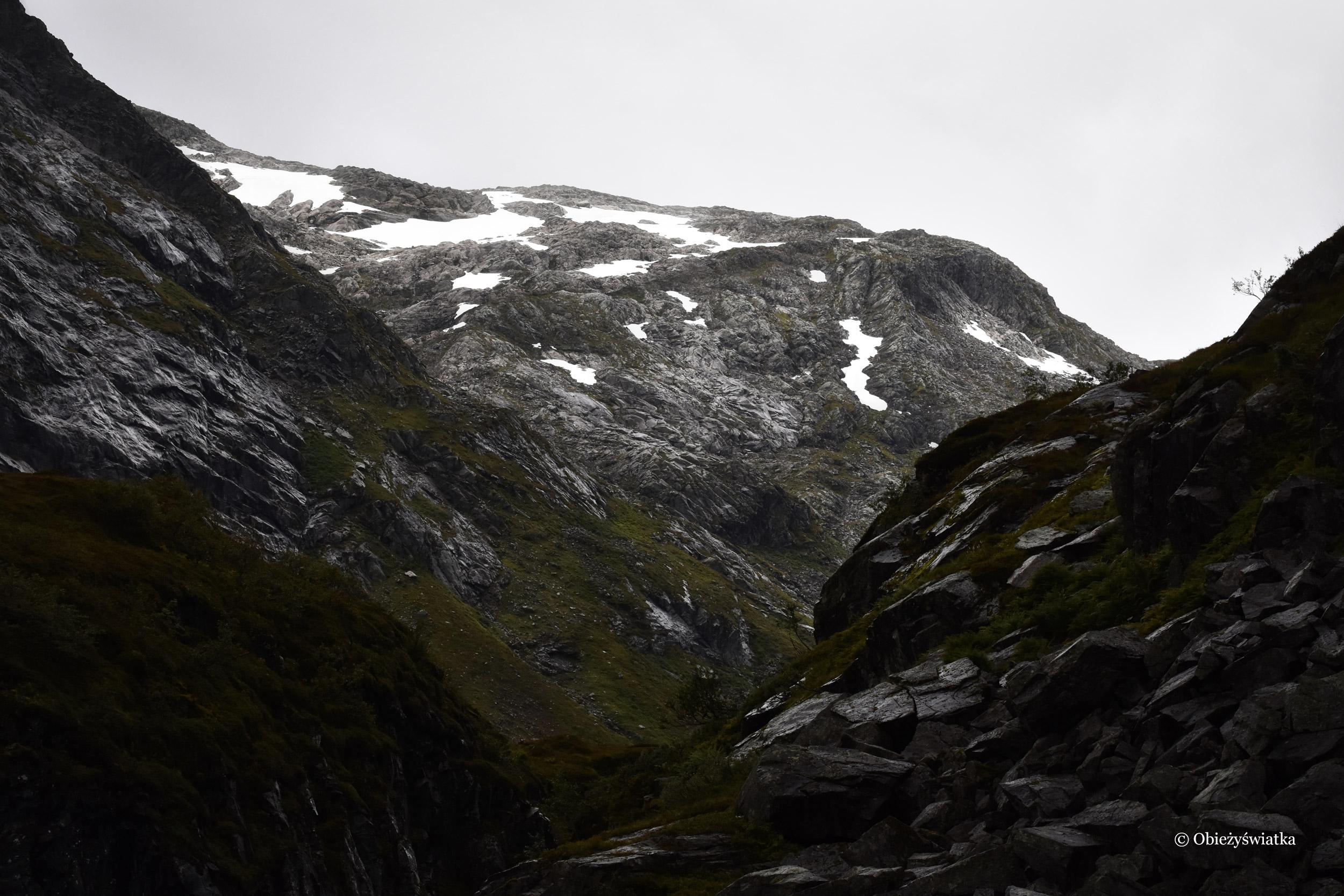 Ośnieżone szczyty gór, Gaularfjellet, Norwegia