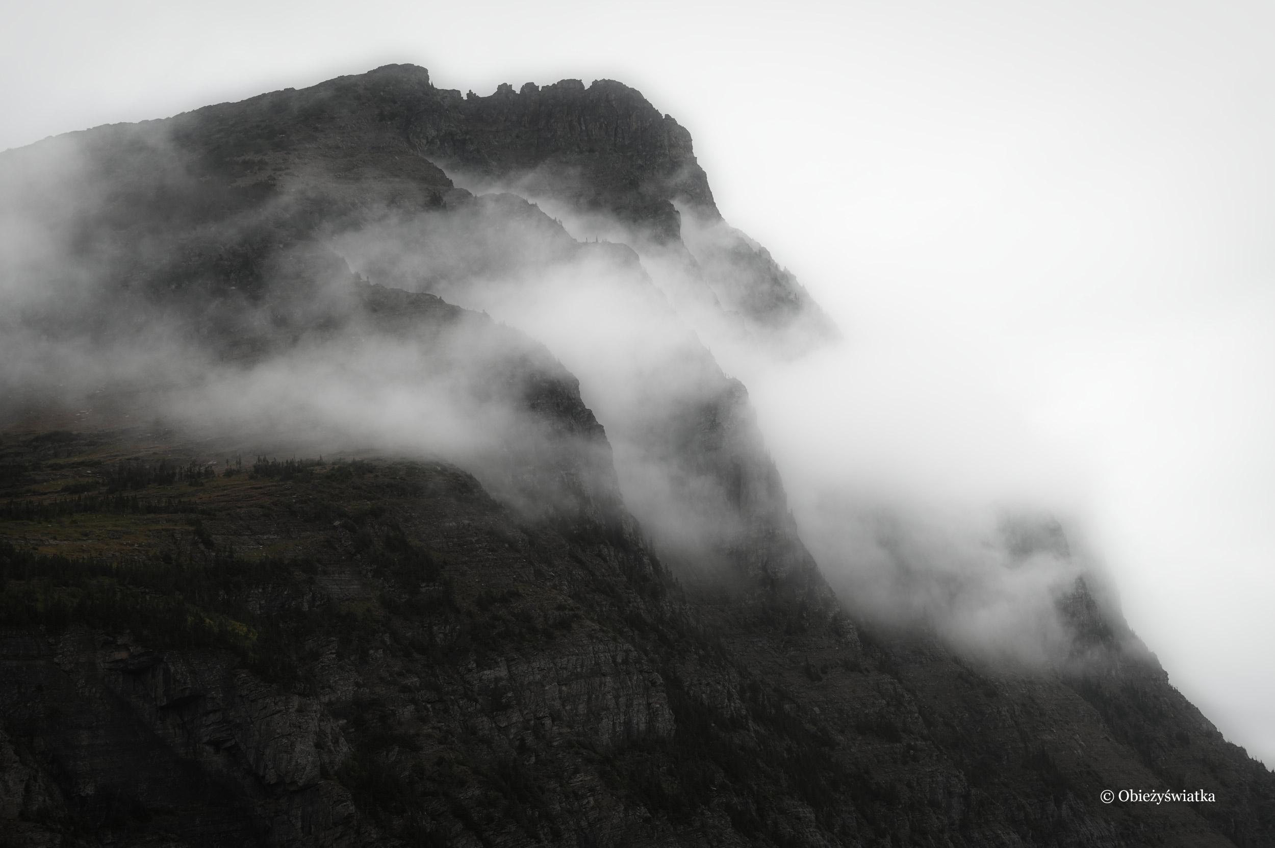 Mgła w Górach Skalistych, Glacier National Park, Montana