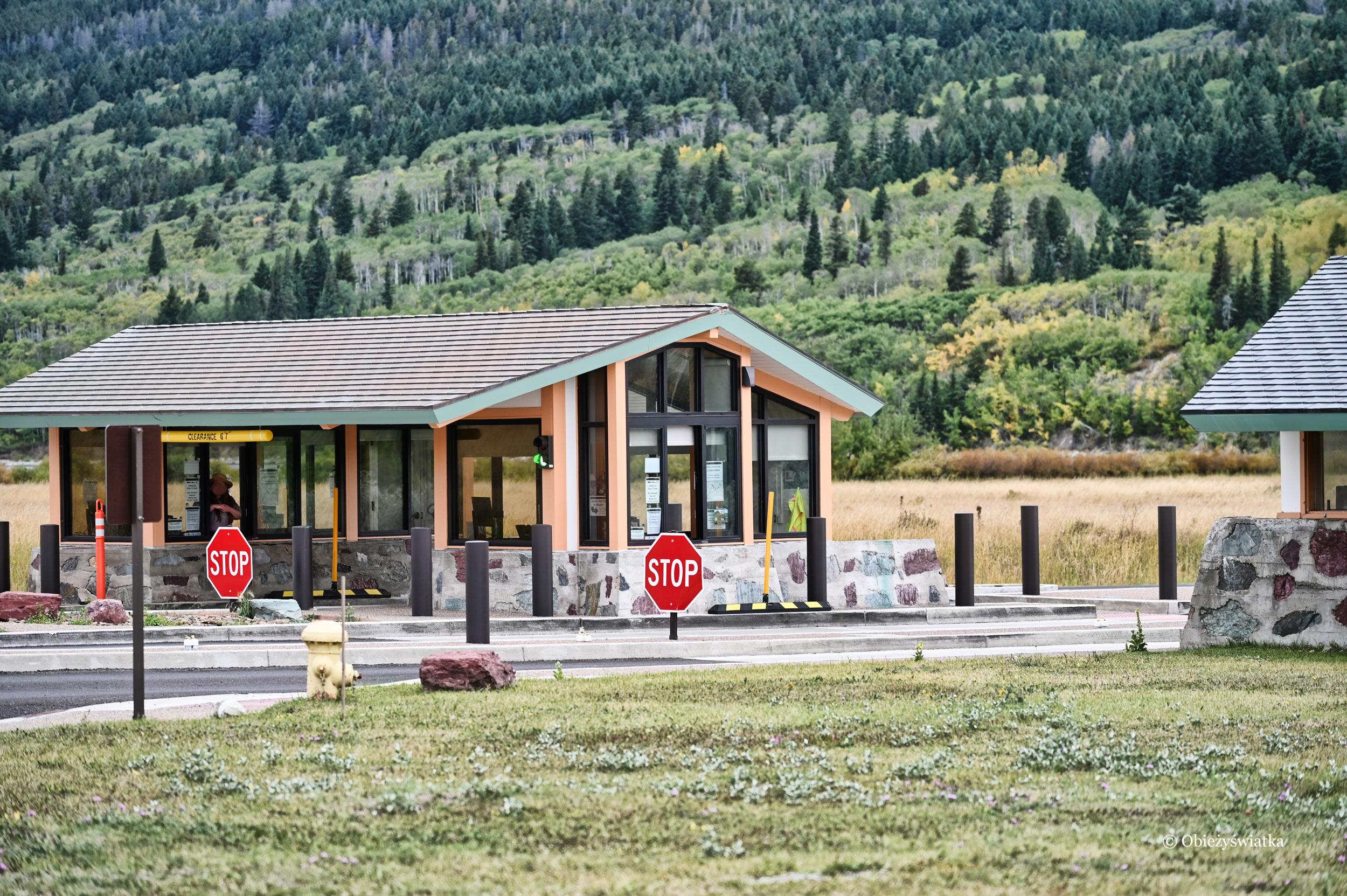 Wjeżdżając do Parku Narodowego Glacier, Montana