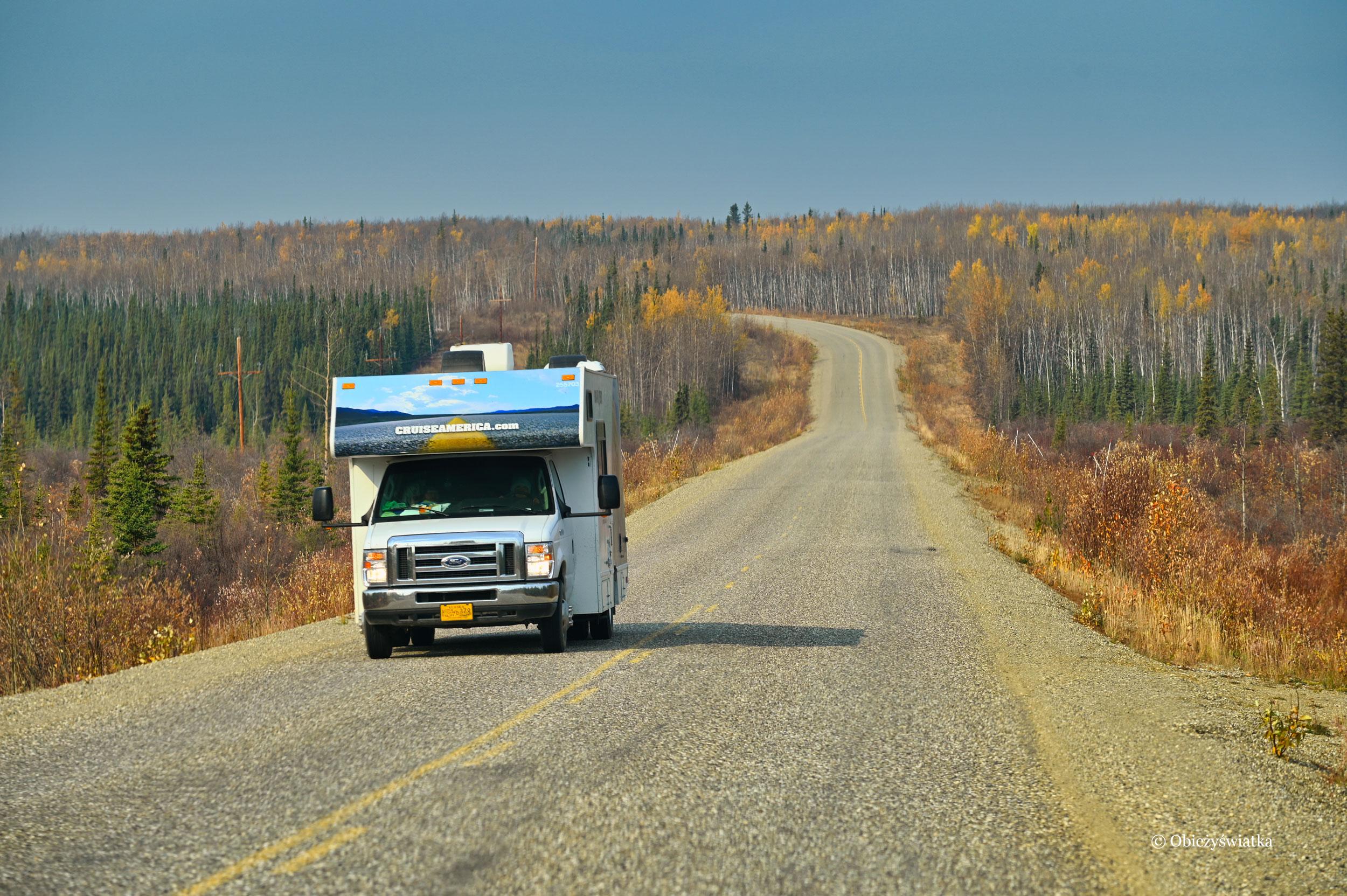 Od czasu do czasu przejdzie jakieś auto, tak jak to z Alaski - Klondike Highway, Kanada