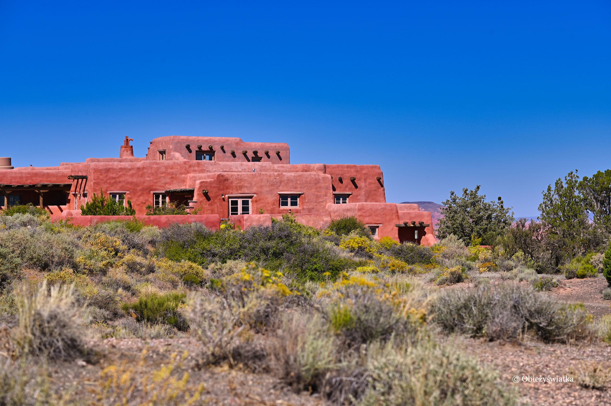 Painted Desert Inn w stylu Pueblo Revival architecture, Painted Desert, Arizona