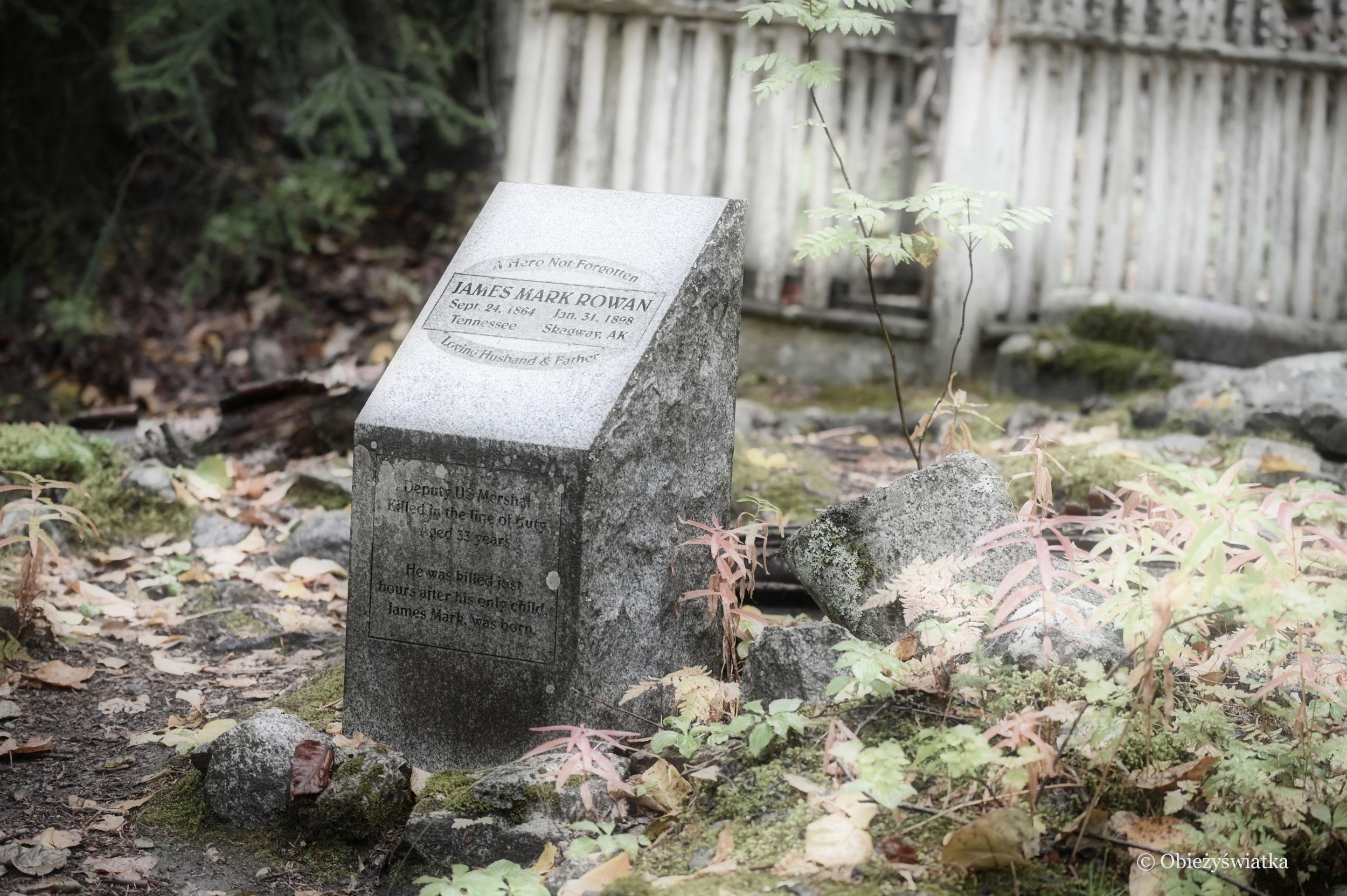 Niektóre z nagrobków są odnowione - Cmentarz Poszukiwaczy Złota w Skagway, Alaska