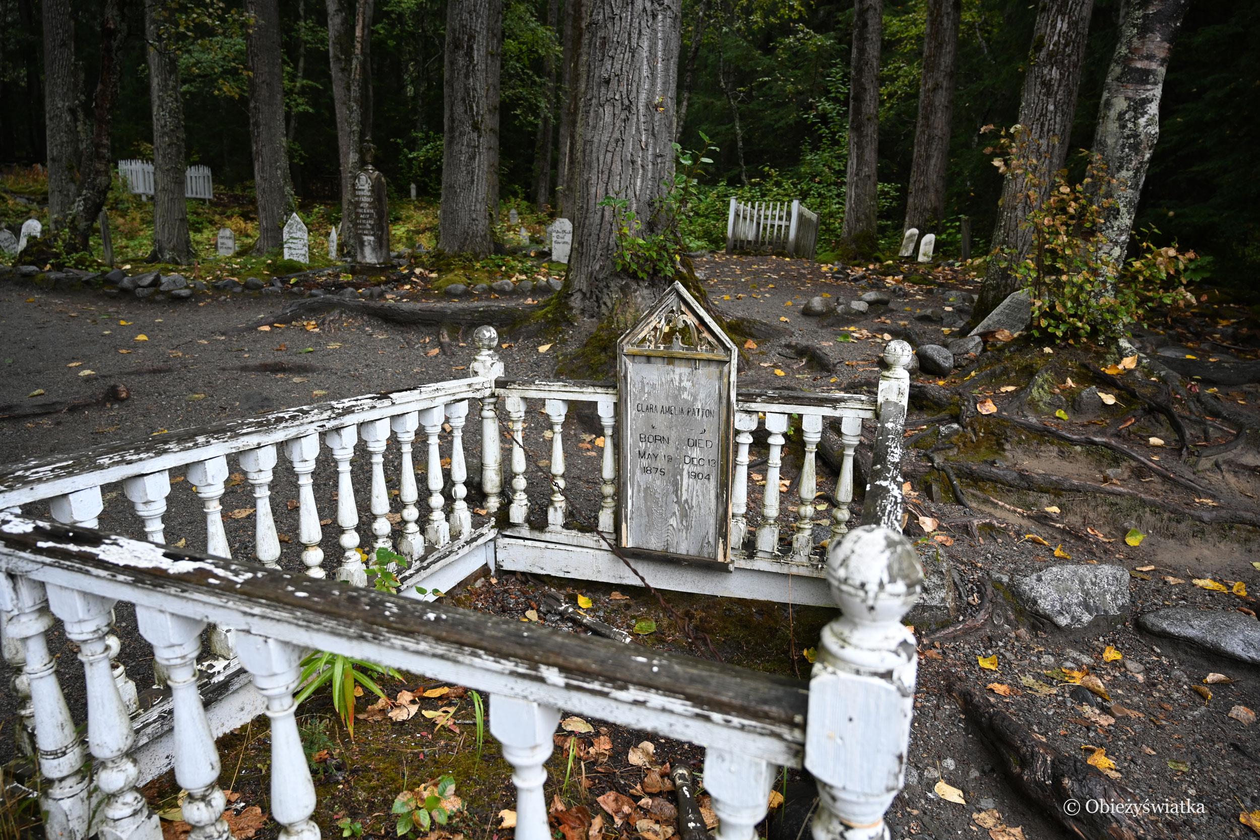 Zabytkowe nagrobki, stare groby - Cmentarz Poszukiwaczy Złota w Skagway, Alaska