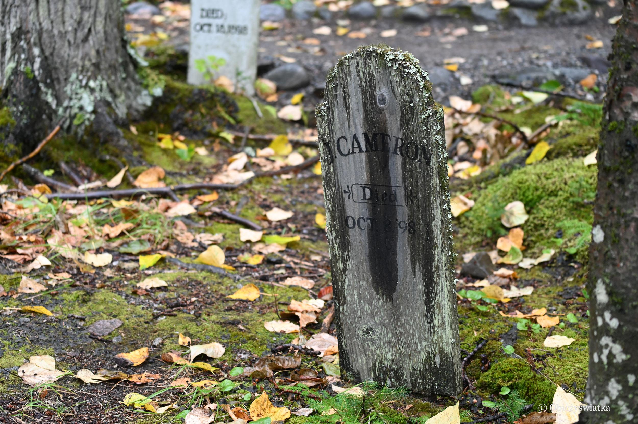 Nagrobki na Cmentarzu Poszukiwaczy Złota na Alasce, Skagway