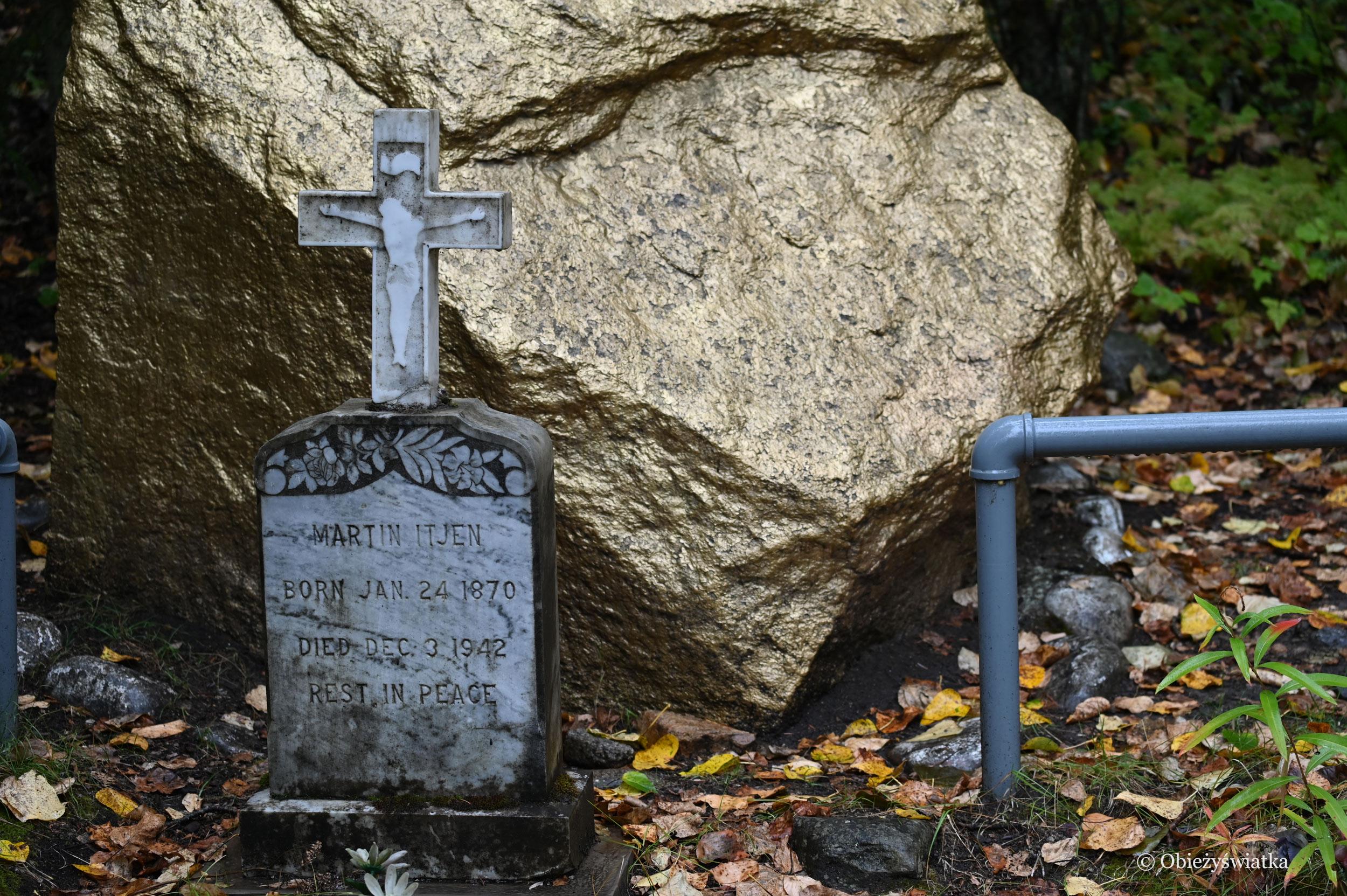 Grób Martina Itjena, który pełnił w Skagway wiele różnych funkcji i troszczył się o historię miasteczka, Gold Rush Cemetery, Skagway, Alaska