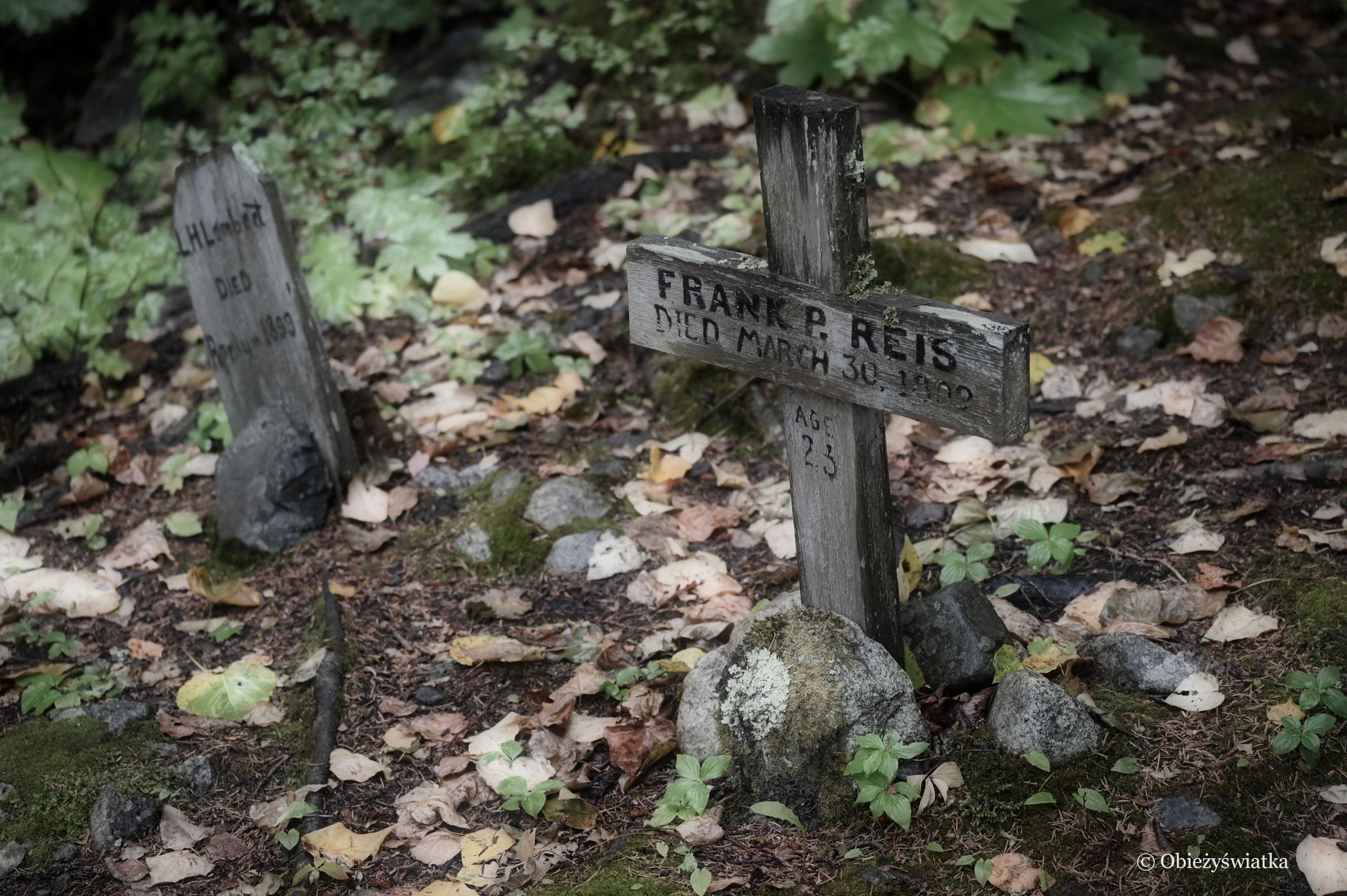 Proste krzyże i skromne płyty - Cmentarz Poszukiwaczy Złota w Skagway, Alaska