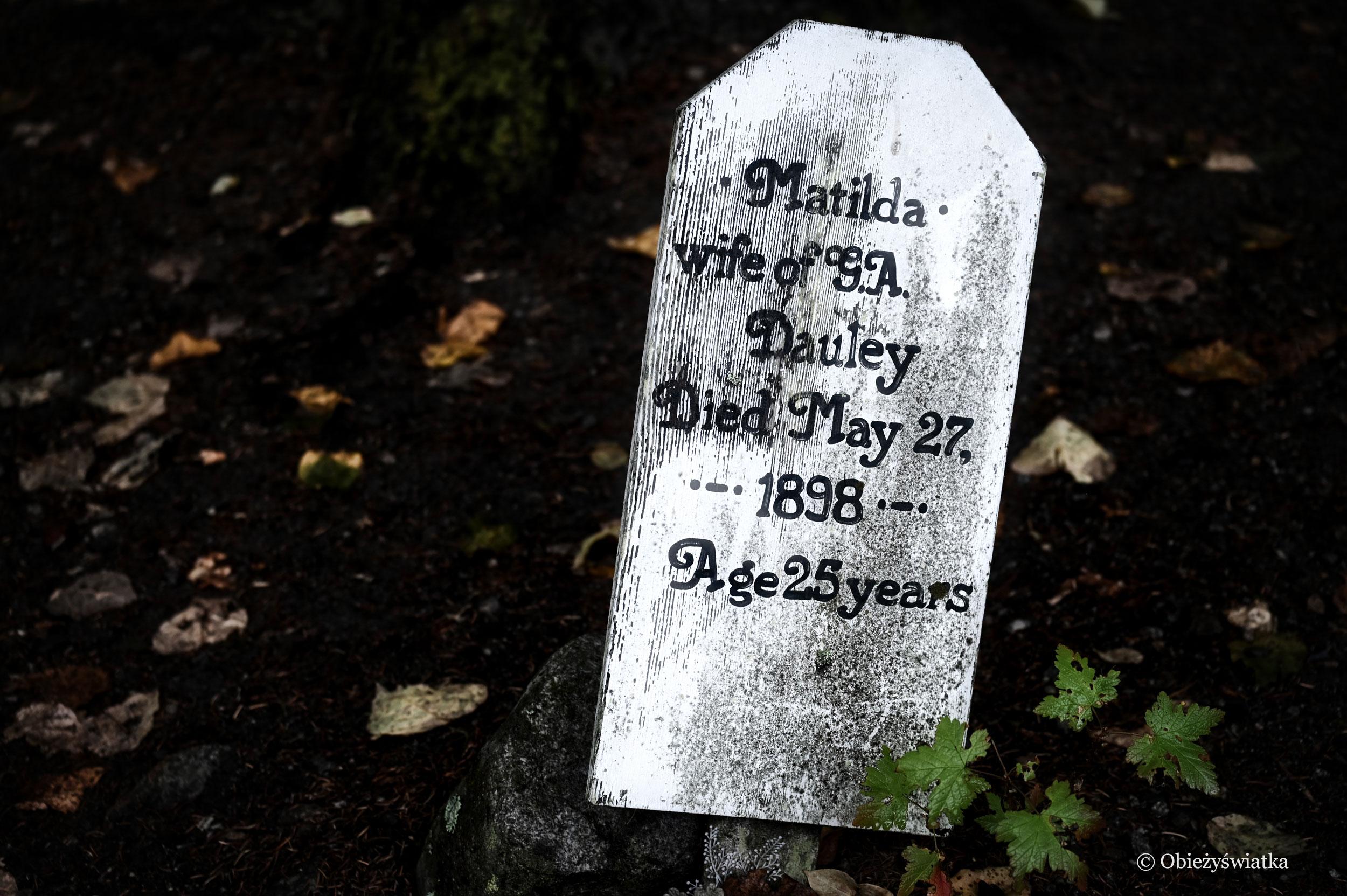 Jedna z tablic na cmentarzu w Skagway, Alaska - Gold Rush Cemetery