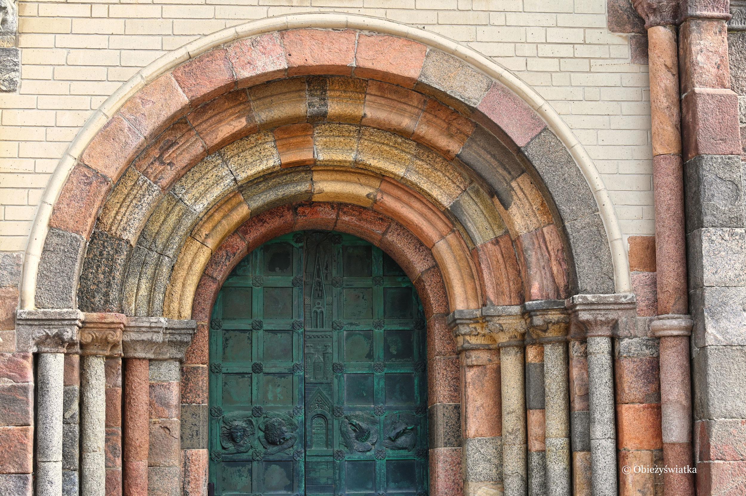 Zachodni portal katedry w stylu romańskim, Ribe, Dania