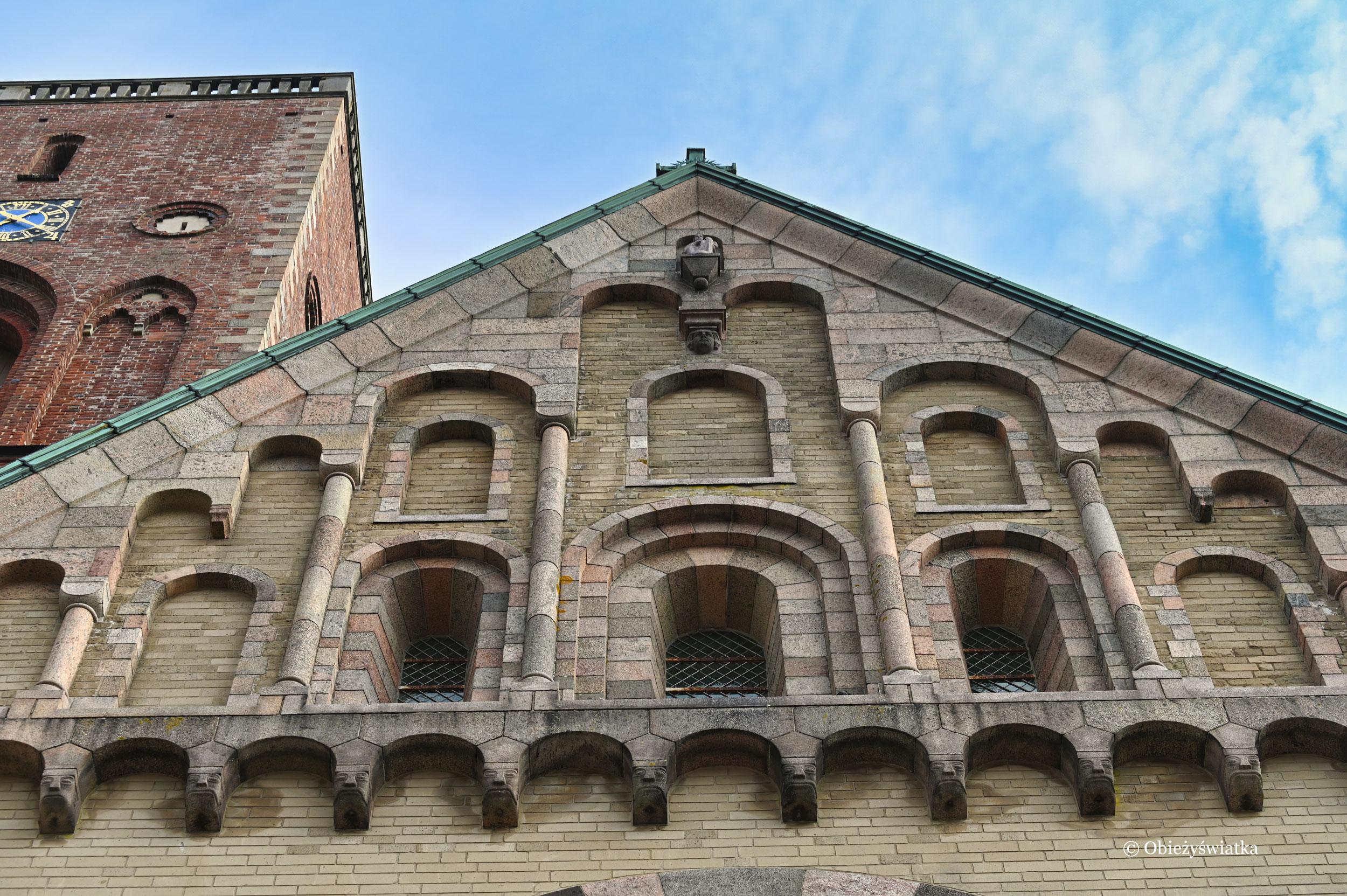Zachodnia fasada katedry w stylu romańskim, Ribe, Dania