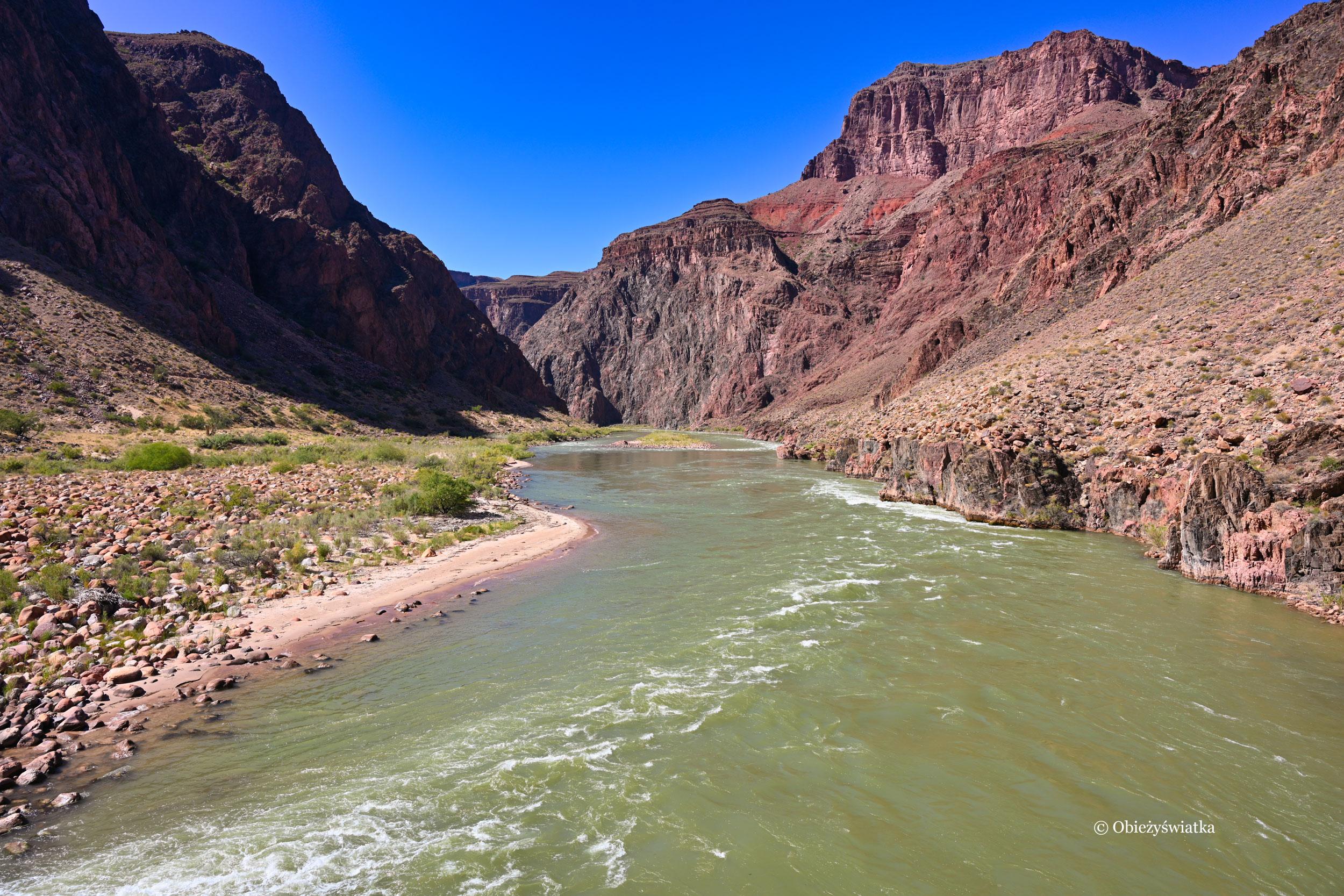 Przechodząc przez rzekę Kolorado w Wielkim Kanionie - Colorado River in the Grand Canyon, Arizona