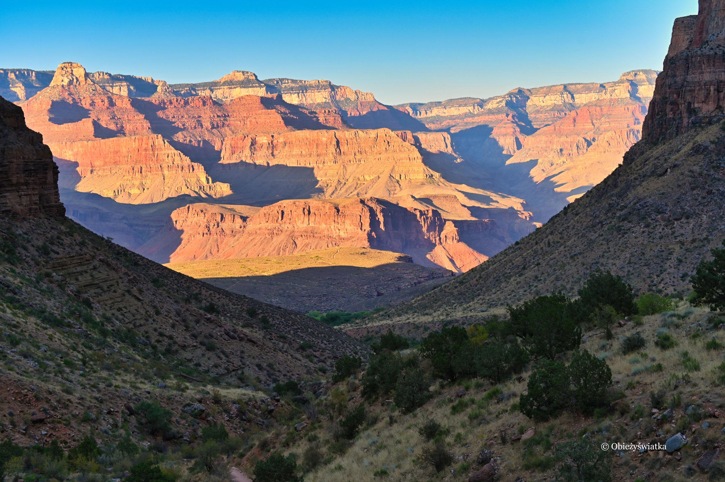 Wielki Kanion w promieniach zachodzącego słońca, Bright Angel Trail, Arizona