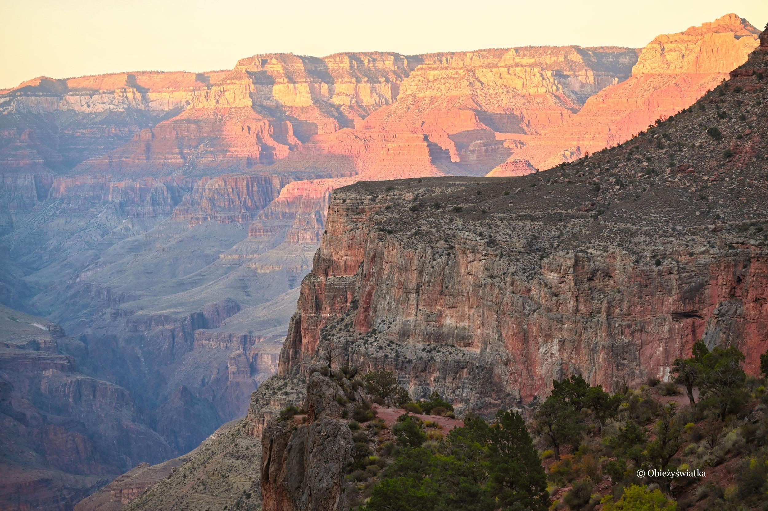 Wielki Kanion w promieniach zachodzącego słońca, Bright Angel Trail