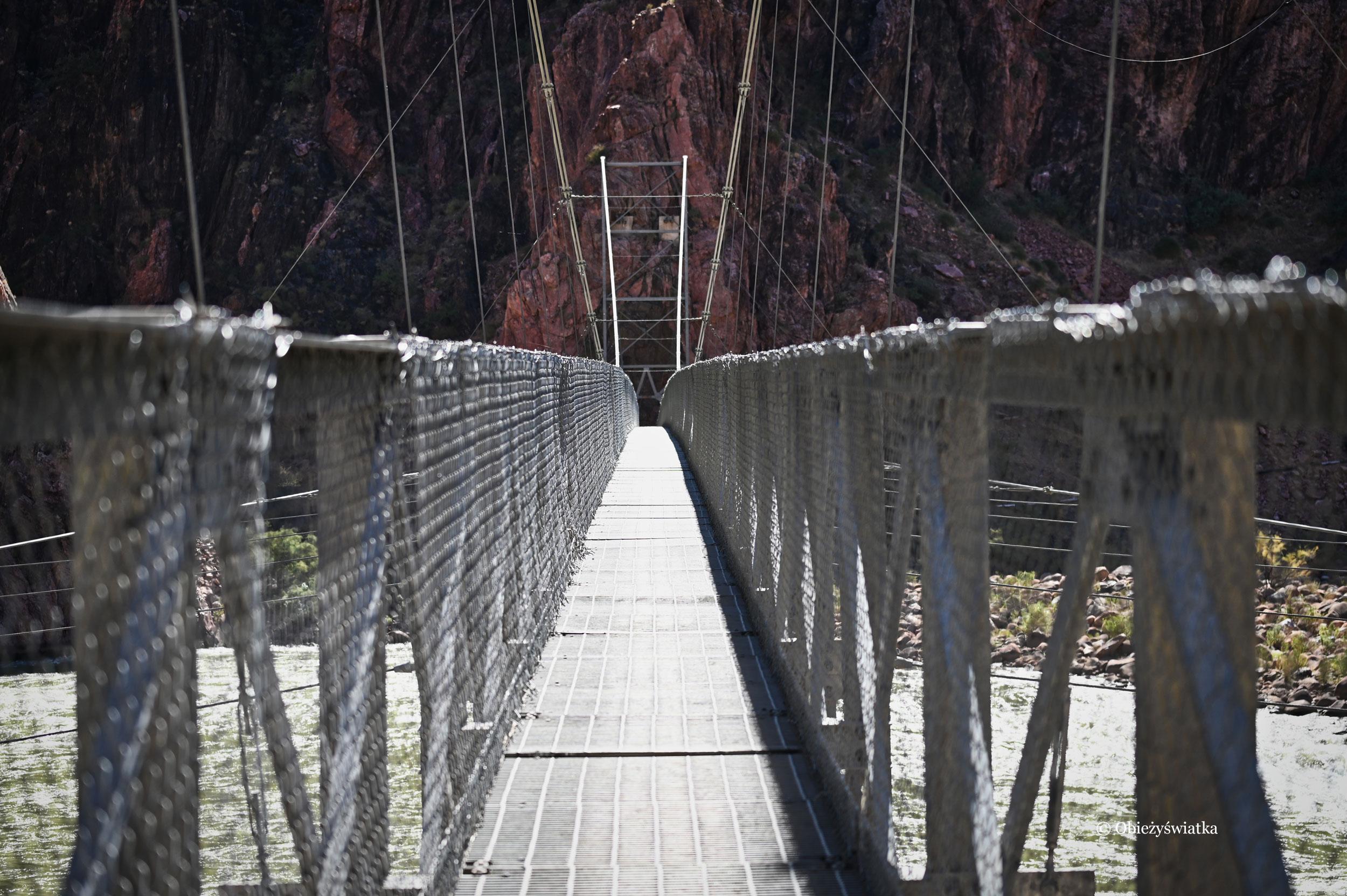 Most na rzece Kolorado na dnie Wielkiego Kanionu - Colorado River Bridge in The Grand Canyon, Arizona