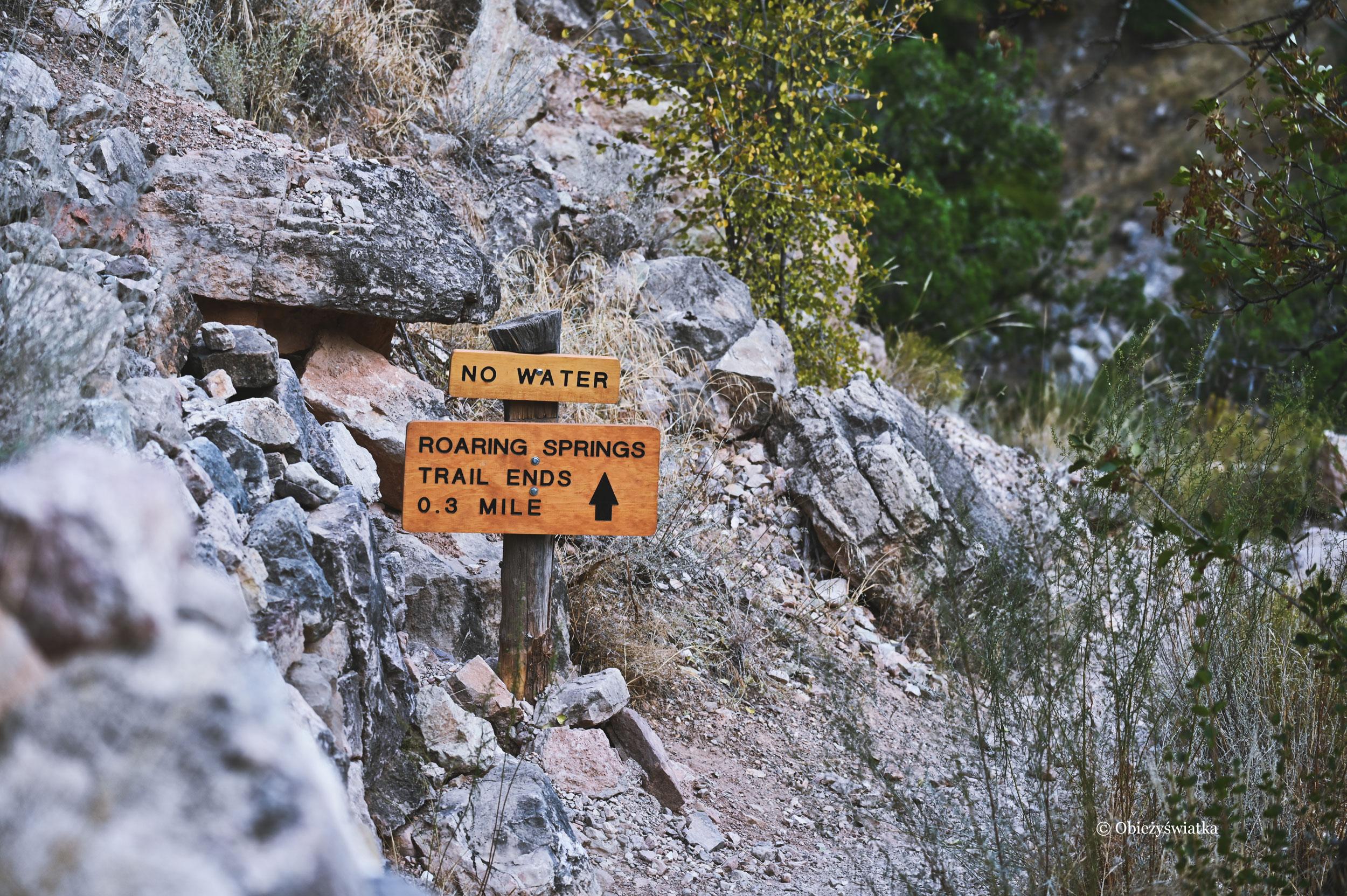 Informacje i szyldy na szlaku North Kaibab Trail, Grand Canyon