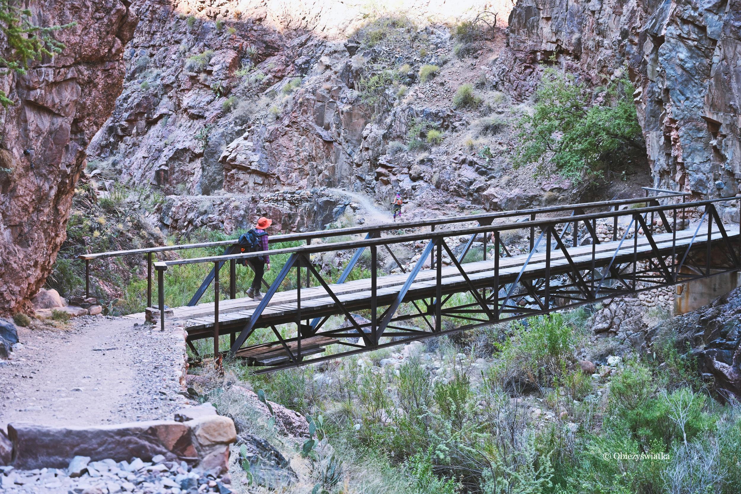 Wędruję sobie po szlaku North Kaibab Trail, Grand Canyon, wczesny październikowy ranek