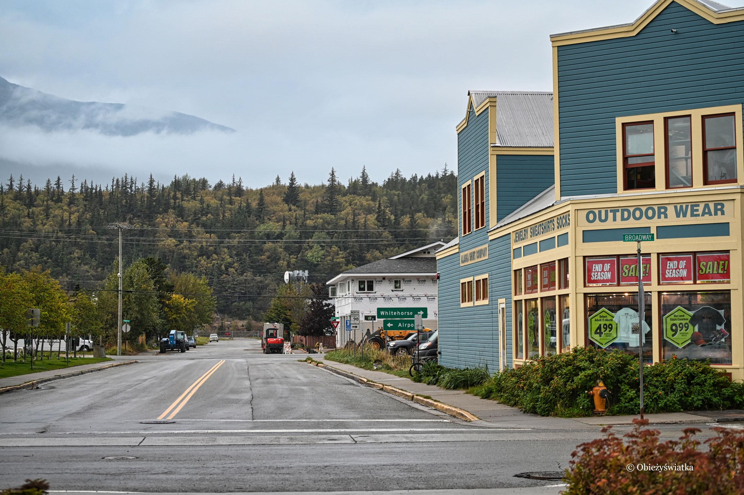 Zaglądając poza główne ulice miasta, Skagway, Alaska