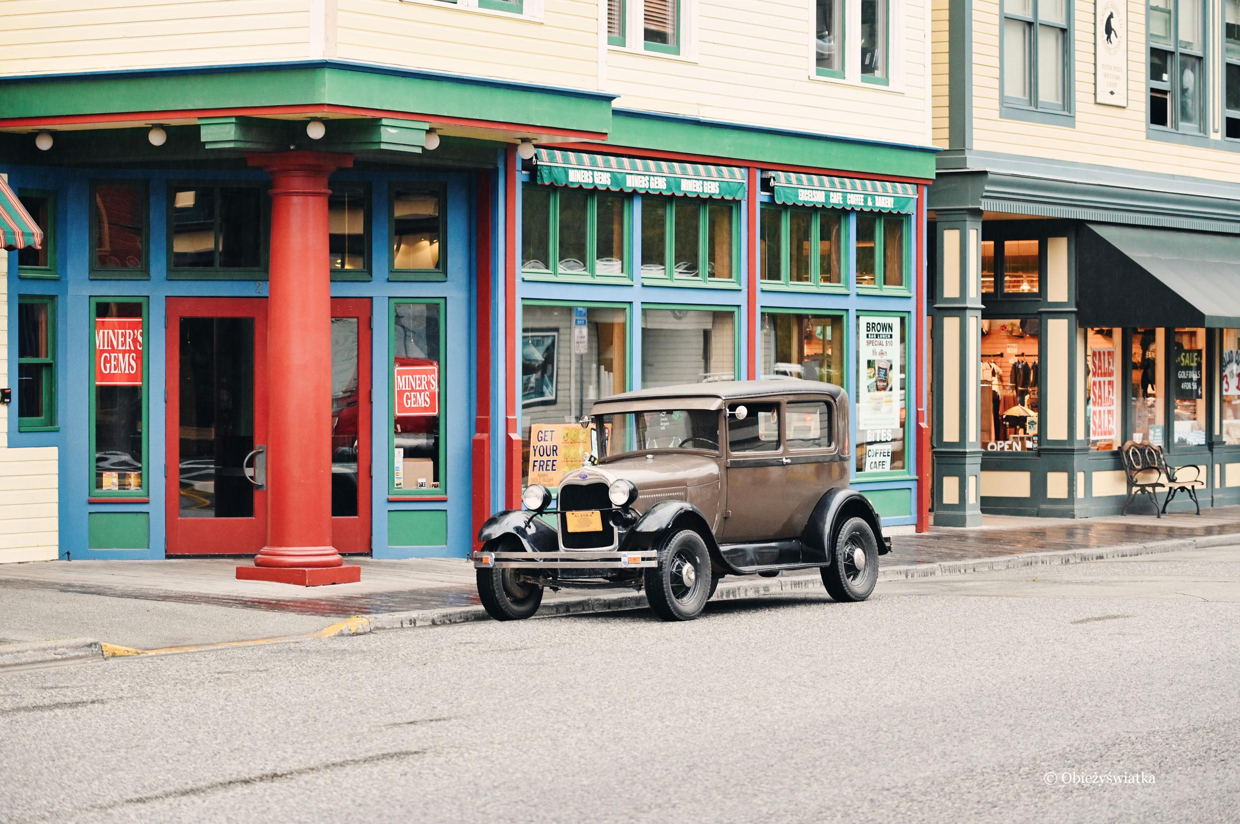 W Skagway można spotkać dużo starych samochodów....