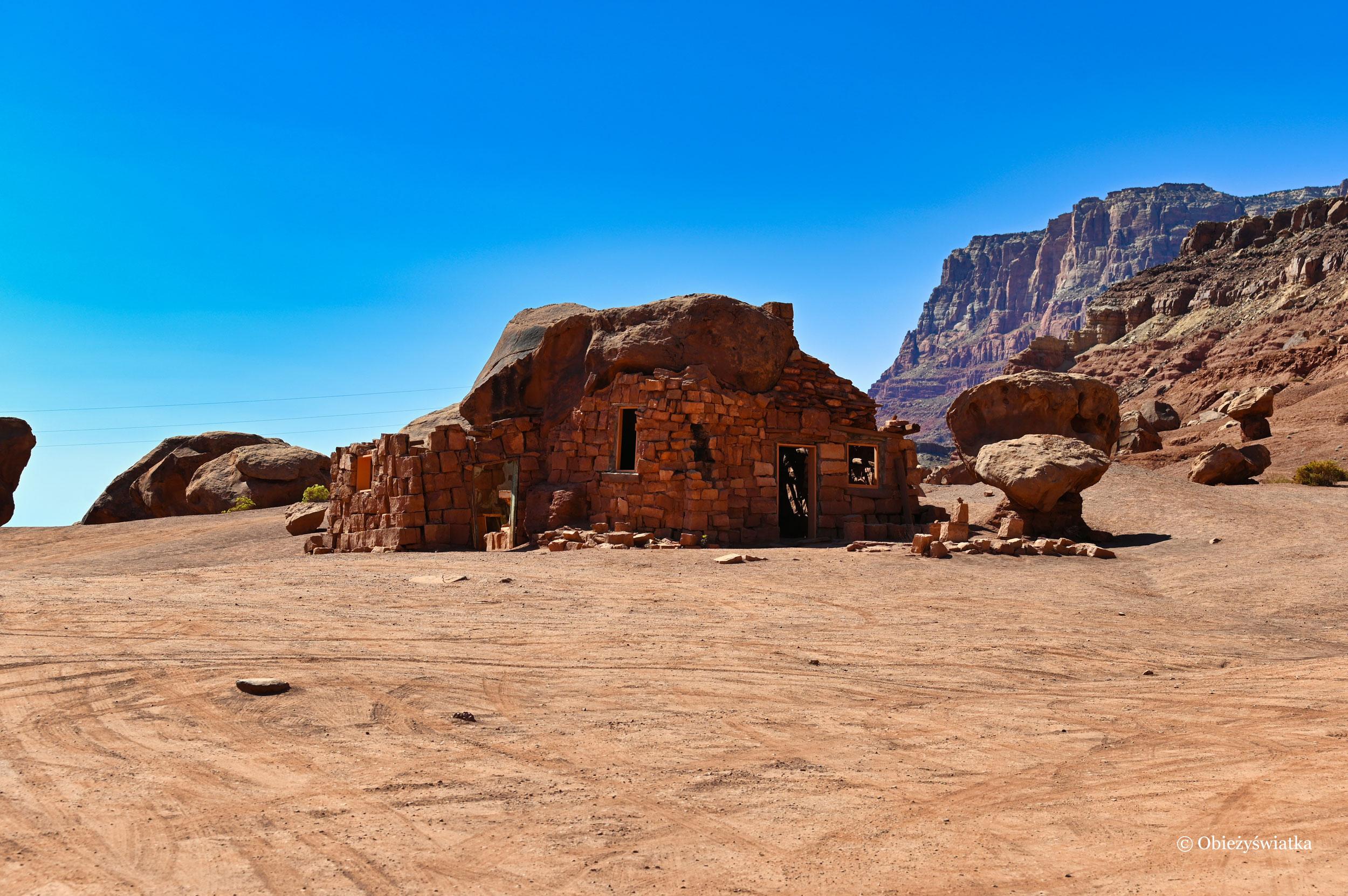 Tuż przy drodze - Cliff Dwellers Stone House, Arizona