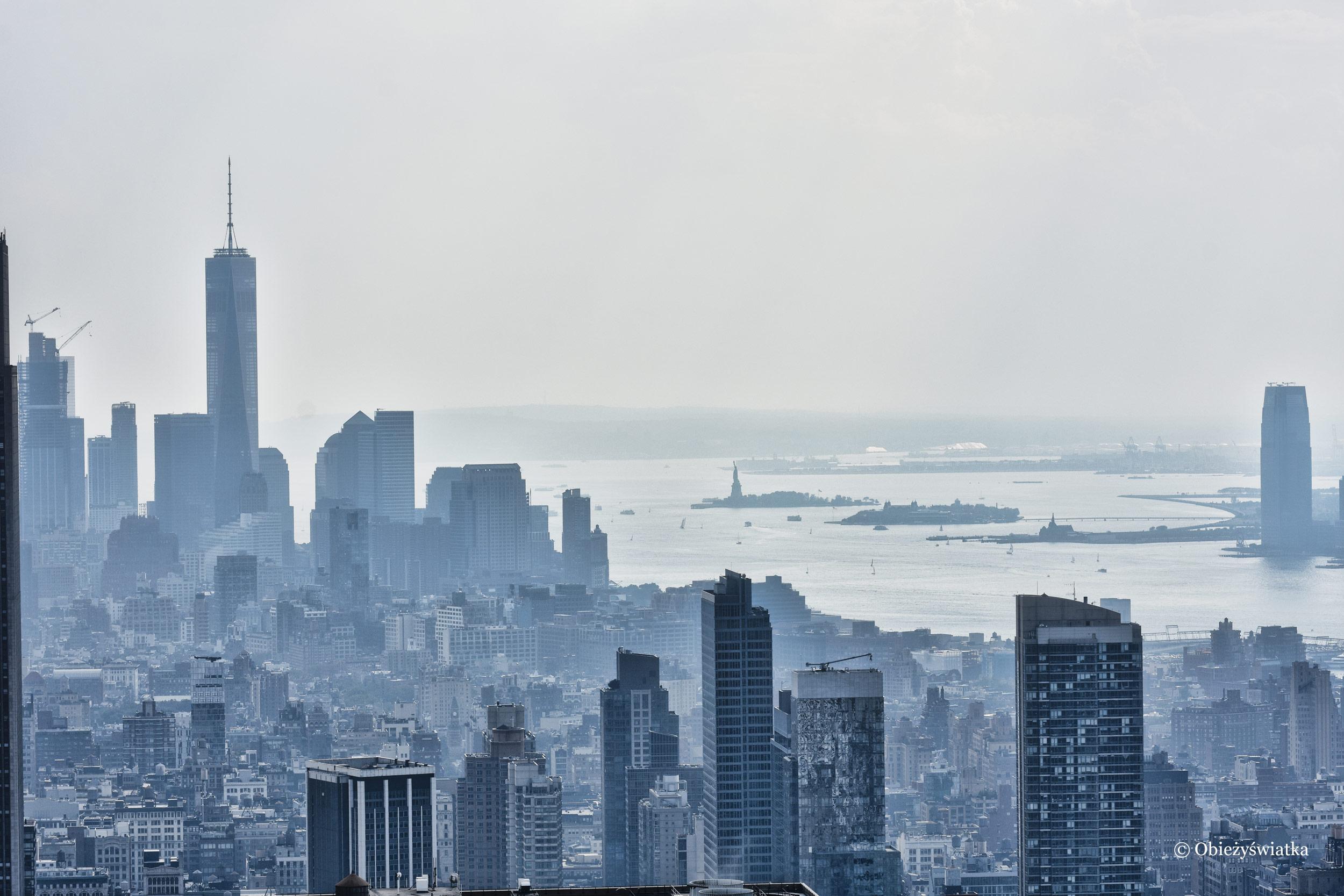 Panorama Nowego Jorku ze Statuą Wolności w tle - widok z Rockefeller Center