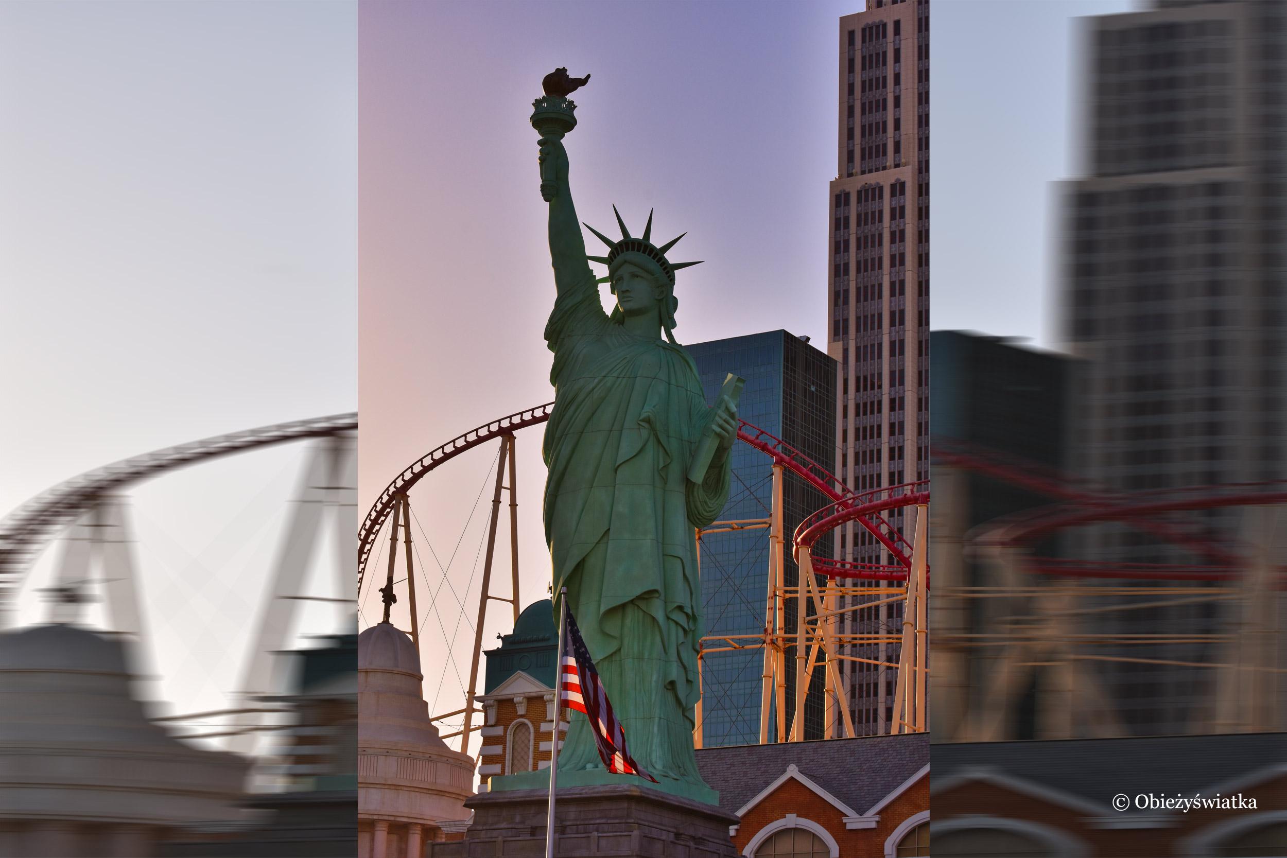 Kopia Statuy Wolności w Las Vegas, część kompleksu hotelowego New York-New York