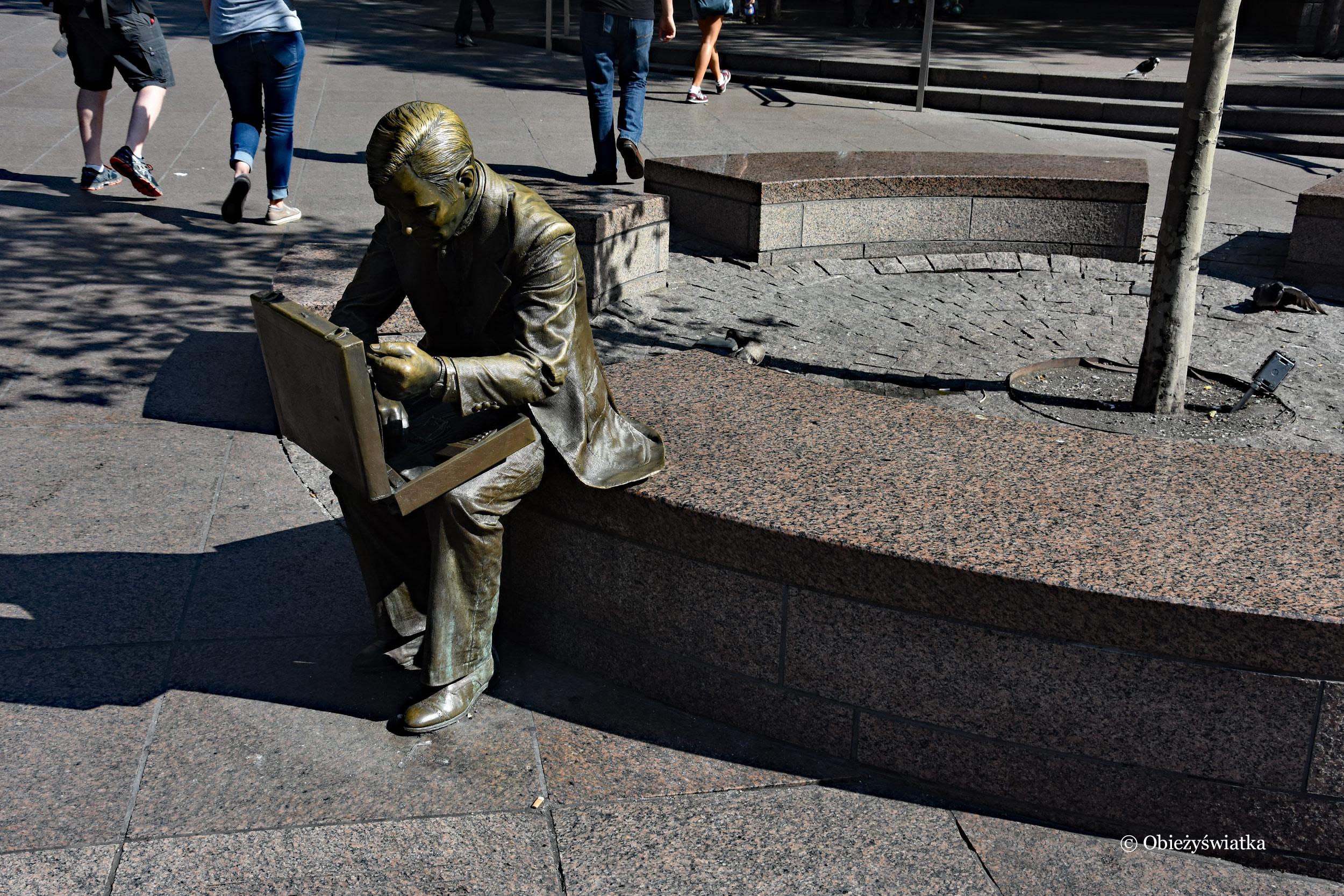 Double Check - rzeźba, która ocalała..., NYC